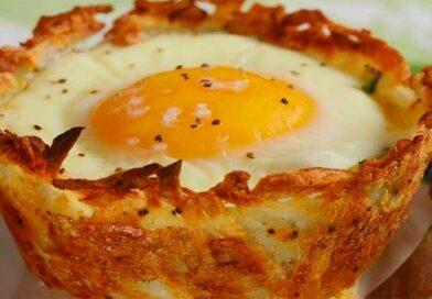 Деруни з яйцем у формі для кексів