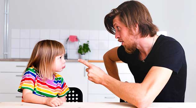 Помилки батьків, які заважають дітям стати самостійними