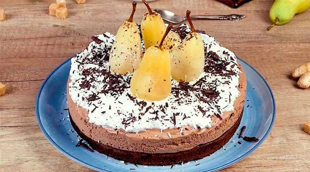 Шоколадний торт із грушами