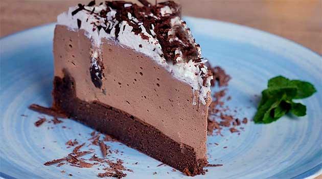 Шоколадний торт з грушами без борошна