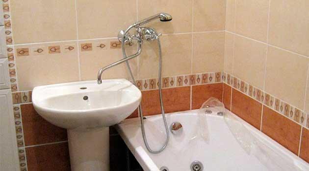 Водопровідний кран для ванни і рукомийника