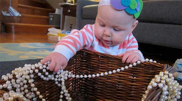 Що може проковтнути малюк