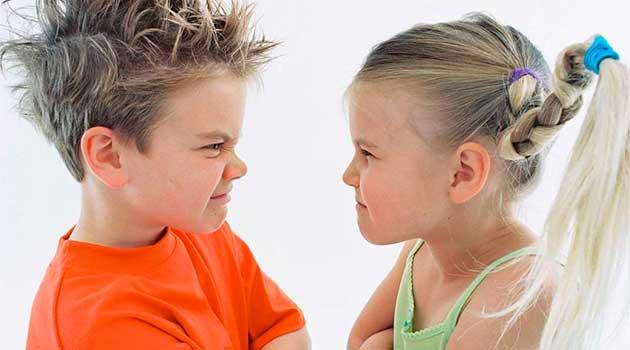 Як вирішувати сварки між братиком і сестричкою