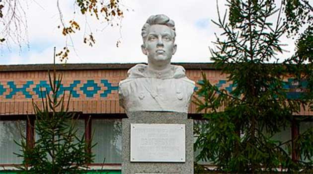 Памятник Михайлу Яковичу Дзигунському в с.Цибулів