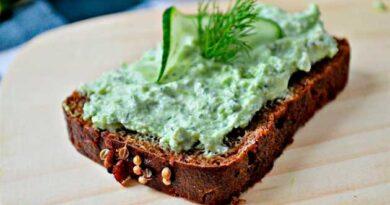 Зелена намазка на бутерброди