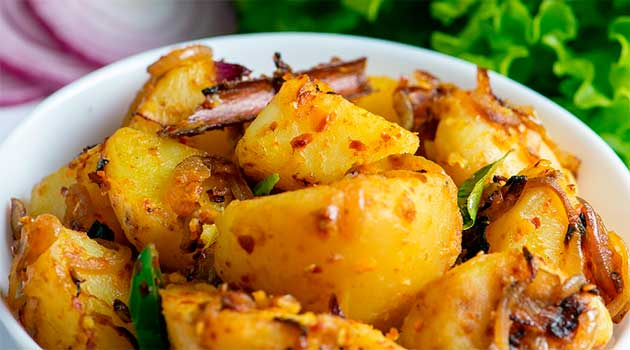 Ароматна молода картопля зі спеціями