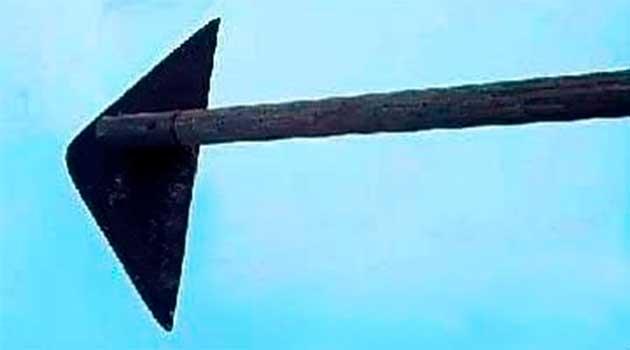Трикутник-«ледащо» для прополювання бур'янів