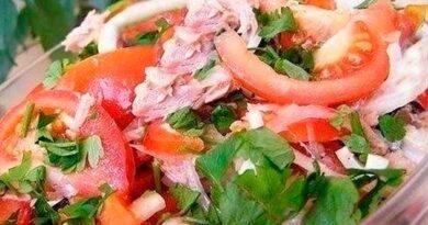 Салат із тунцем і помідорами