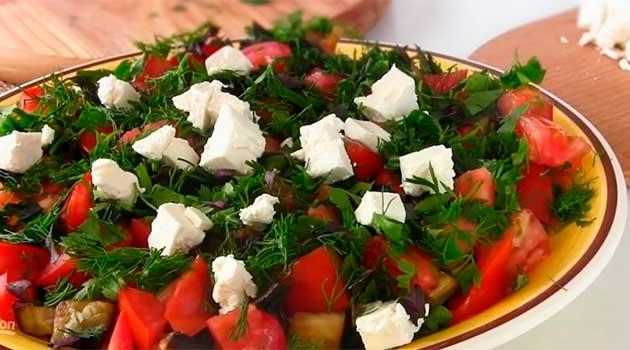Салат із баклажанами і сиром фета