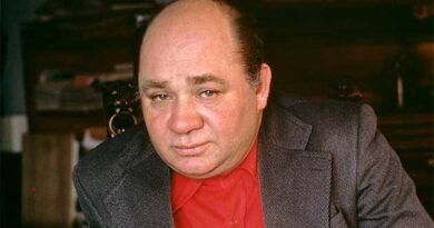 Євген Леонов